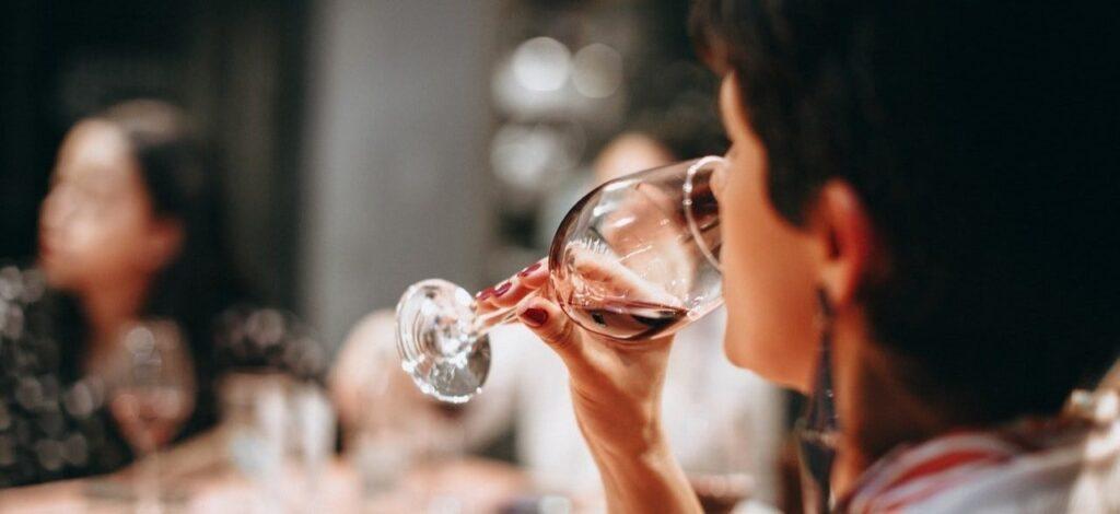 Annusare e assaggiare il vino